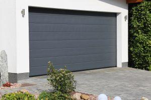 Czym się kierować wybierając bramy garażowe?