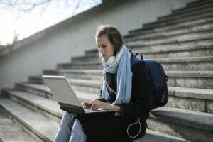 Jak wybrać najlepsze korepetycje online?