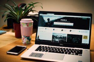 Laptopy powystawowe – czym się charakteryzują?